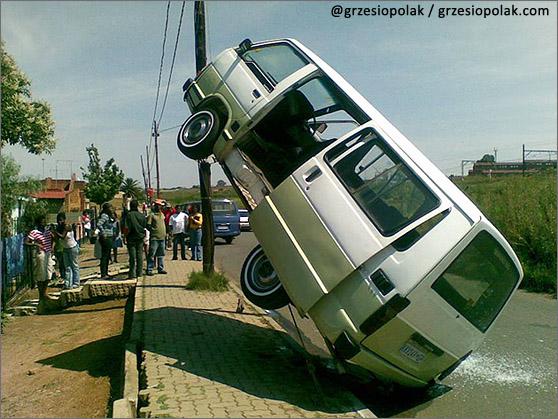 Wypadek drogowy minibusa w RPA